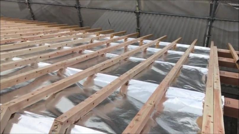 新築工事の母屋上にサーモバリアエアー施工