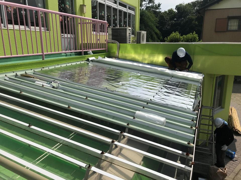 保育施設でトップライト屋根も塞ぎました!