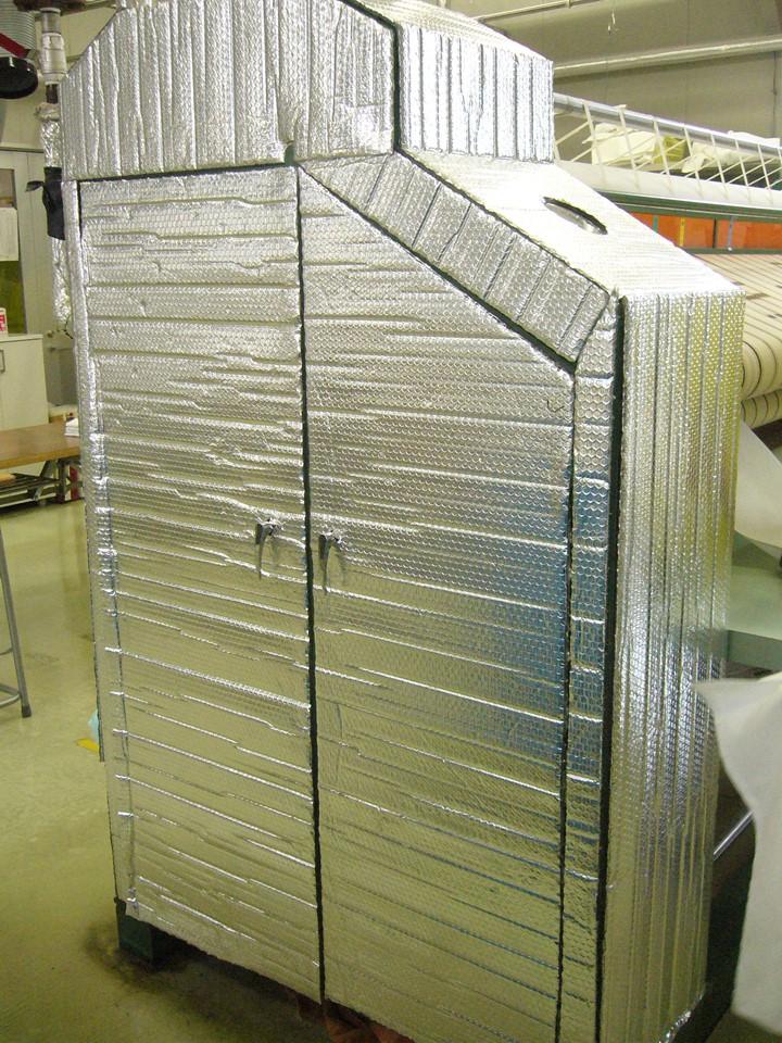 大型乾燥機をまるごと包んで熱をストップ!